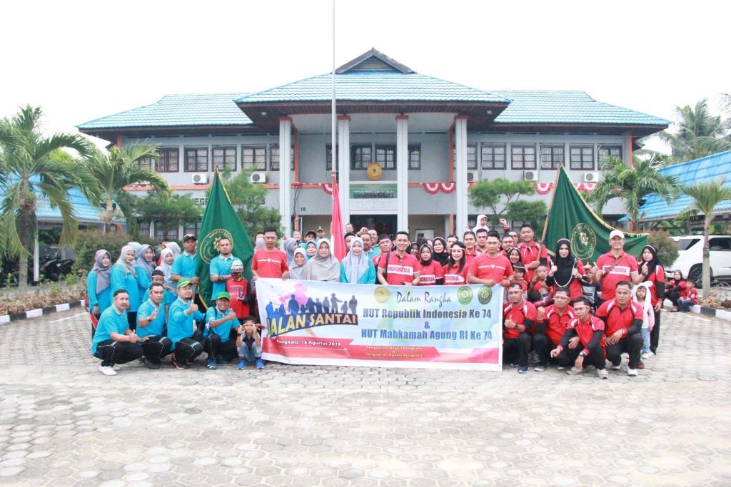 KEMERIAHAN MENYAMBUT HARI ULANG TAHUN REPUBLIK INDONESIA DAN MAHKAMAH AGUNG RI KE 74 DI PN BENGKALIS.